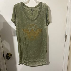 Wonder Woman Green and Gold Graphic Tee size M